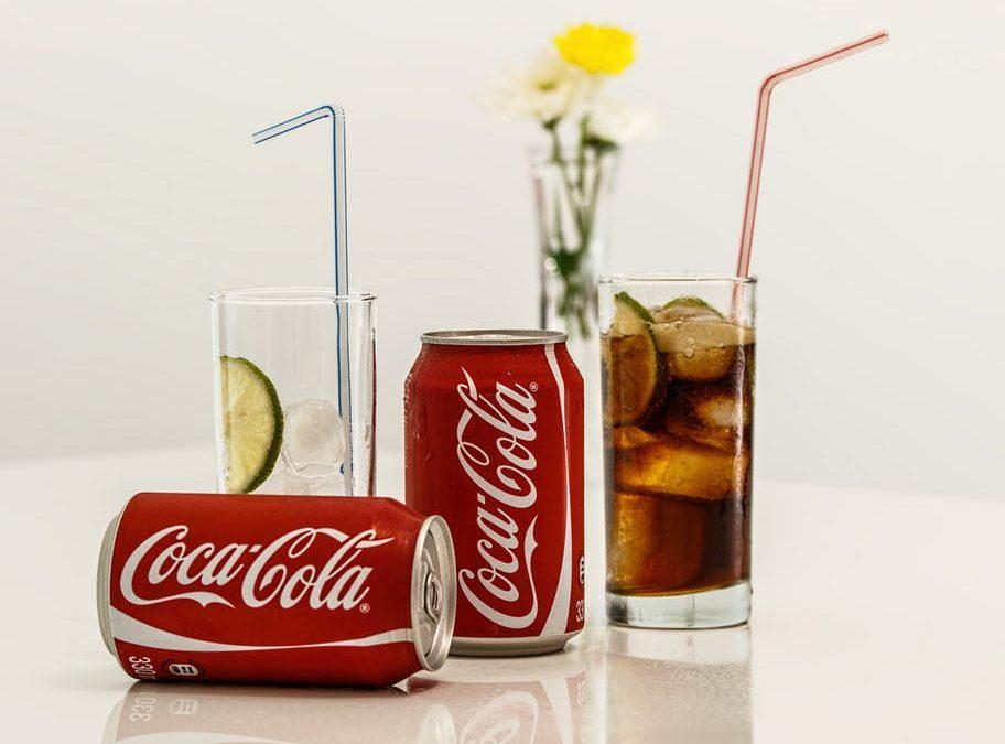 Refrescos  y aparatos de ortodoncia. ¿Puedo tomar Coca Cola con brackets? ¿Y con Invisalign?